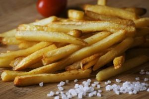french fries 923687 640 300x200 - Dangerous Foods for Your Skin