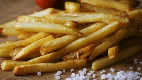 french fries 923687 640 470x264 - Dangerous Foods for Your Skin