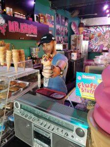 20180223 140033 resized 225x300 - Nada mejor que los helados y música de Mr. Kream