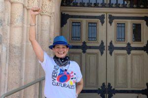 Anneliese hand up scaled e1587449898208 300x200 - ¡Viernes Culturales presenta diariamente Little Havana LIVE!