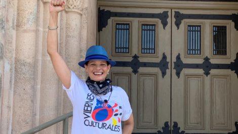 Anneliese hand up scaled e1587449898208 470x264 - ¡Viernes Culturales presenta diariamente Little Havana LIVE!
