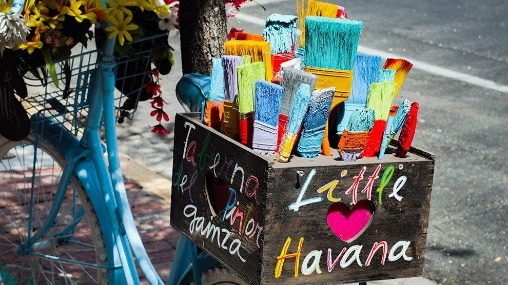 miami BIKE WITH ART 990x556 - 8 cosas que los locales pueden hacer en la Calle 8