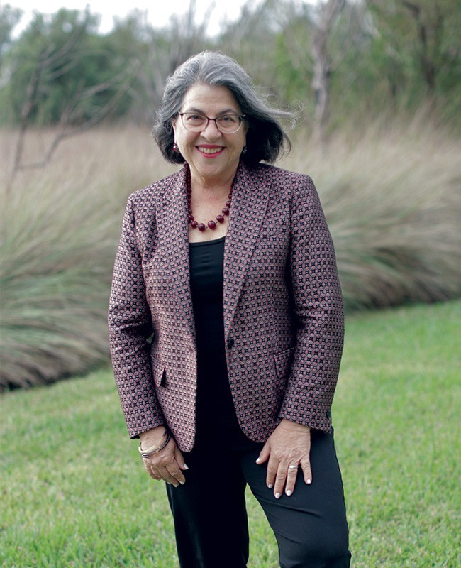 daniella levine cava standing - Daniella Levine Cava apoya a organizaciones sin fines de lucro, salud mental, y pequeños negocios