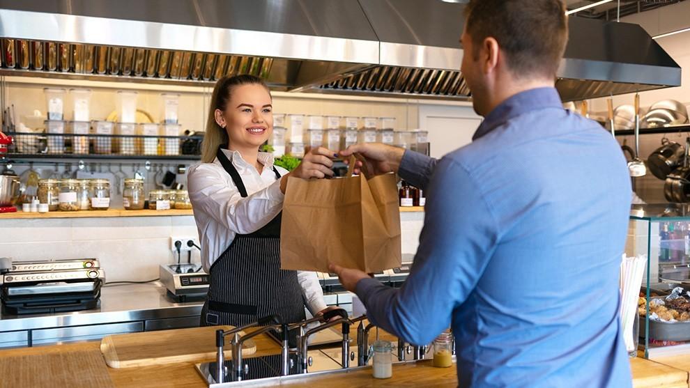 shopping - Daniella Levine Cava continúa apoyando a la comunidad
