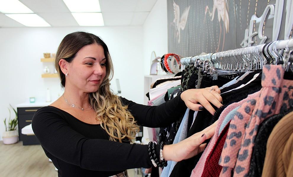 Ana Avellaneda fashionistacollection browsing - @fashionistacollection_ es el lugar para comprar ropa en Miami