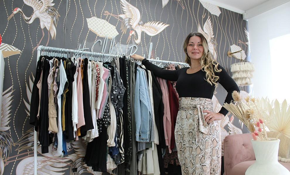 Ana Avellaneda fashionistacollection rack of clothes - @fashionistacollection_ es el lugar para comprar ropa en Miami