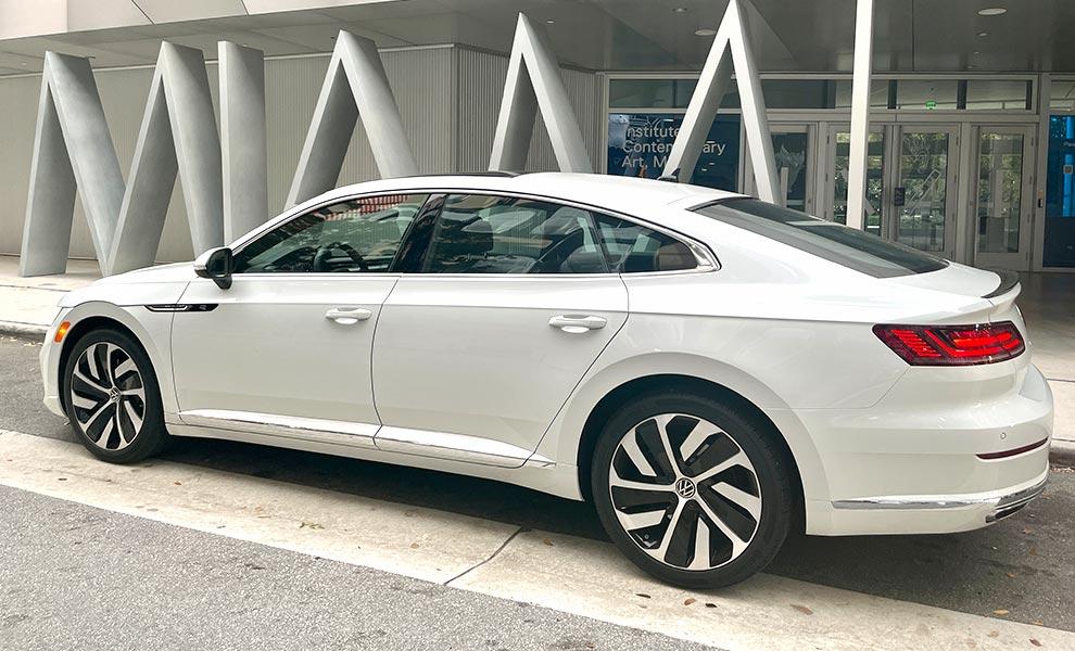 Volkswagen Arteon Side Miami - Volkswagen Arteon: a forgotten 5-door fastback