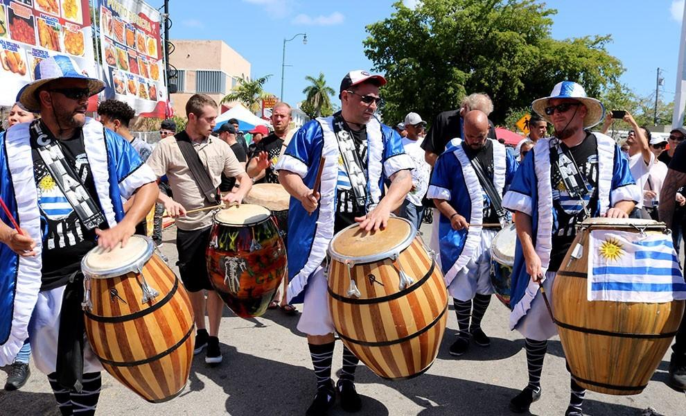 calle ocho festival drummers - El evento más popular de la Calle Ocho cancelado