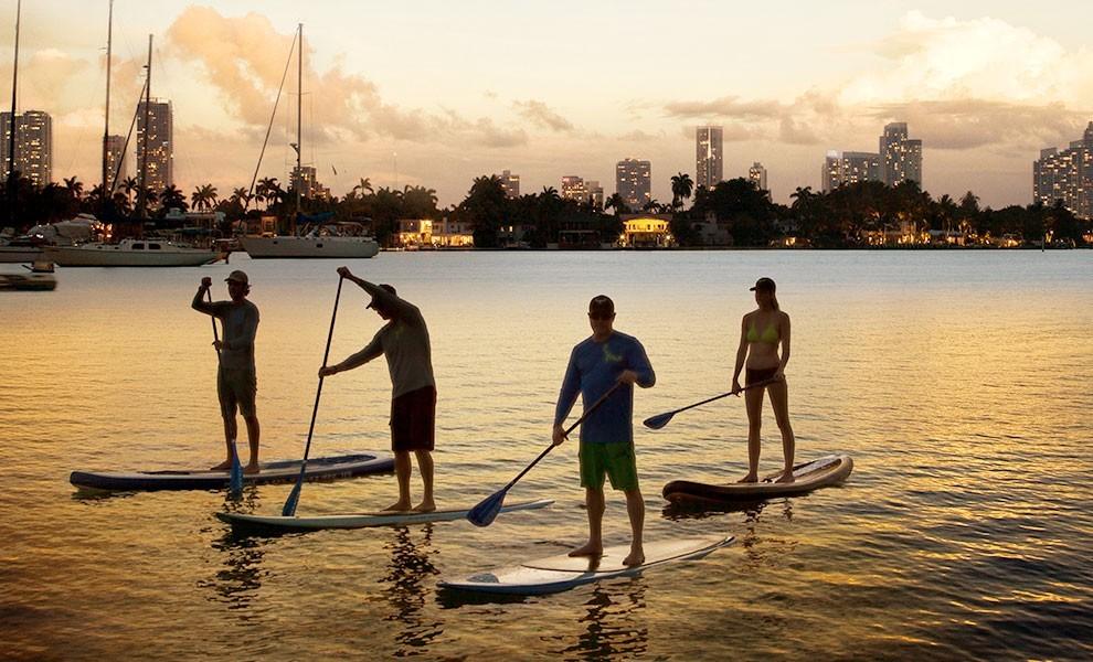 sunset paddleboarding - Comience el 2021 de la mejor manera con los meses de salud y bienestar de Miami
