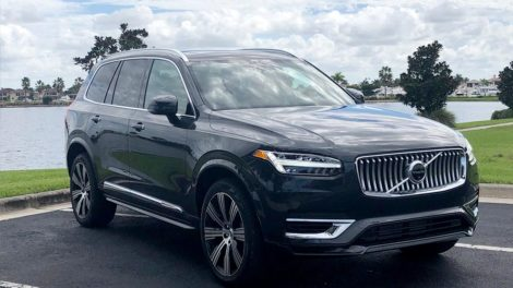 Volvo XC90 in Miami