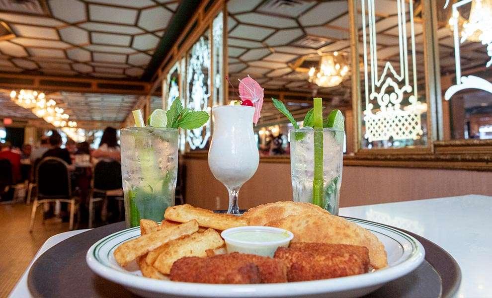 versailles cuban food 1 990x600 - ¡Versailles Restaurante Cubano cumple 50 años!